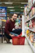 Handsome Young Man Shopping In A Grocery Supermarket — Stock Photo