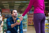 Smiling Couple Buying Dairy Products In Supermarket — Stock Photo
