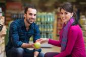 Couple At Groceries Store — Stock Photo