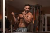 Bodybuilder Doing Heavy Weight Exercise For Biceps — Foto de Stock