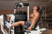 Bodybuilder Doing Legs Exercise — Stock Photo