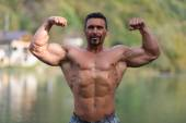 Double Biceps Pose Outdoors — Stock Photo