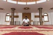 African Muslim Man Is Reading The Koran — Stock Photo