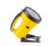 黄色の懐中電燈 — ストック写真