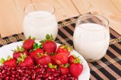 Fresh milk and strawberry — Stock Photo