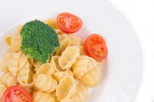 Pasta shells with vegetables — Stock Photo