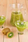 Kiwi juice — Стоковое фото