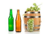 Barrel mug with hops and beer — Stock Photo
