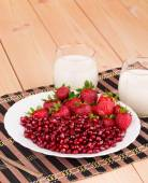 牛奶和草莓 — 图库照片