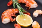 Fresh boiled shrimps on frying pan — Foto Stock