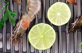 Raw shrimps on pan — Stock Photo