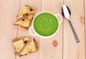 Green soup with sandwiches — Foto de Stock