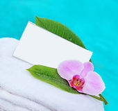 Card and flower on a white towel — Stock Photo