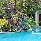 熱帯リゾートの美しいスイミング プール — ストック写真