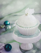Cupcake decorated with fondant — Stock Photo