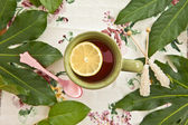 Tea in a green mug — Stock Photo