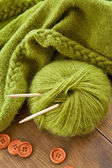 Handmade knitted scarf with green wool — ストック写真