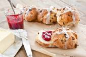 Hot cross buns with butter and jam — Stock Photo