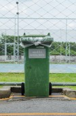 Green garbage bin — Stock Photo
