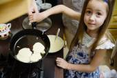 Small girl making pancakes.  Mom teach daughter to cook — Stock Photo