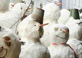 Art group of snowmen on the street — 图库照片