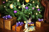 Christmas decorated room with  tree and gift — Foto de Stock