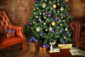 Christmas decorated room with  tree and gift — Stockfoto