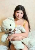 Beautiful teen girl hug teddy bear — 图库照片