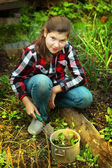 Preteen beautiful girl cultivate sprouts in spring market-garden — Stock fotografie