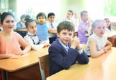 MOSCOW, MAY 26, 2015: Graduation in the primary school in Moscow — Stock Photo
