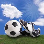 Fußball und fußball-schuhe — Stockfoto