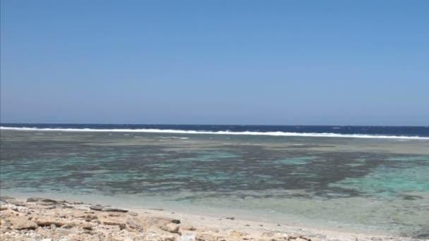 Impresionante mar rojo — Vídeo de stock