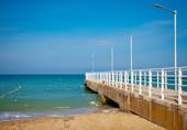 Kumlu plajı ve i̇skelesi — Stok fotoğraf