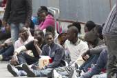 Italy - April 23, 2015 - 218  migrants arrived in the Catania Harbour — Stock Photo