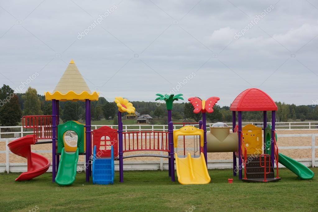 Ensemble de l 39 aire de jeu pour enfants moderne lieu de - Jardin d enfant ensemble ...