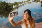 Young Girl Near River Taking Selfie — Foto Stock