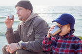 Parent kid together drink tea coffee nature outdoor — Stock Photo