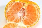 Na białym tle pomarańczowy — Zdjęcie stockowe