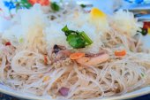 Vermicelli and salad — Stock Photo