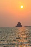Beautiful sunrise on tropical sea — Stockfoto