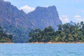 Khao sok park, mountain and lake — Stock Photo
