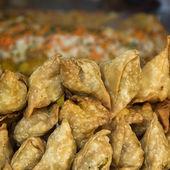 Pies samosas, street food in Kathmandu — Stock Photo