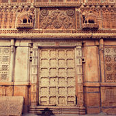 Carved door in Mandir Palace — Stock Photo