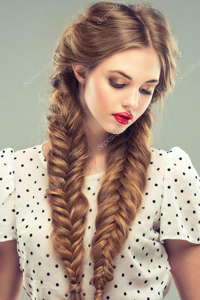 красивые девушки с косичками