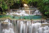 Thailand waterfall in Kanchanaburi (Huay Mae Kamin) — Foto de Stock