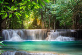 Thailand waterfall in Kanchanaburi (Huay Mae Kamin) — Stock fotografie