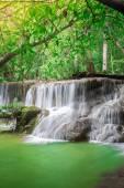 Thailand waterfall in Kanchanaburi (Huay Mae Kamin) — Stok fotoğraf