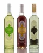 Tre bottiglie di mabrouka arack autentica su sfondo bianco — Foto Stock