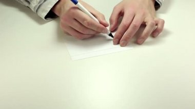 Writing Left on note paper — Vídeo de stock