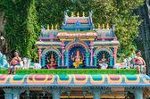 Färgglad staty av hinduiska guden i Batu caves indiska tempel — Stockfoto